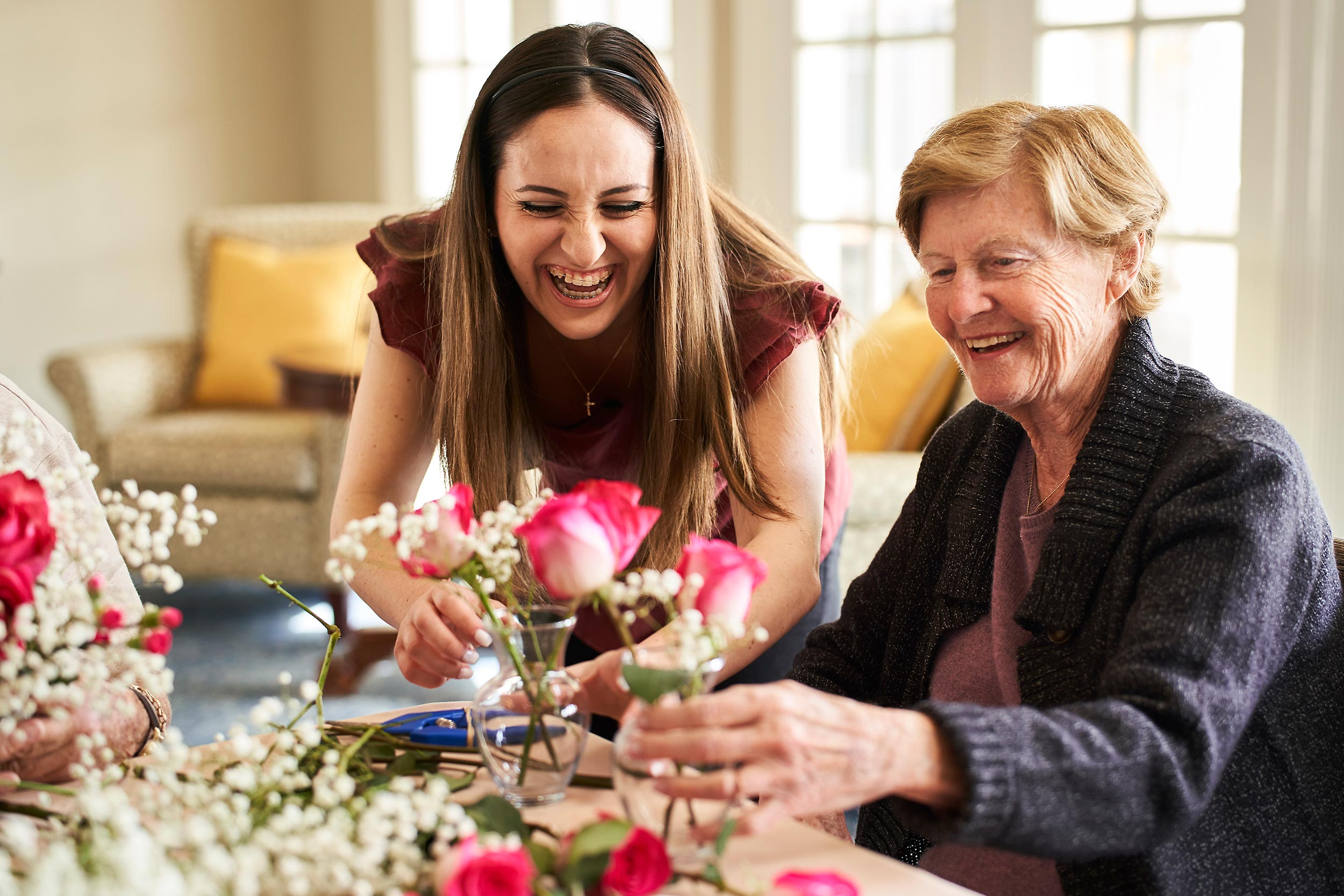 Aegis_OC_Dana_Point_Flower_Arranging_0064-SENIOR-LIVING