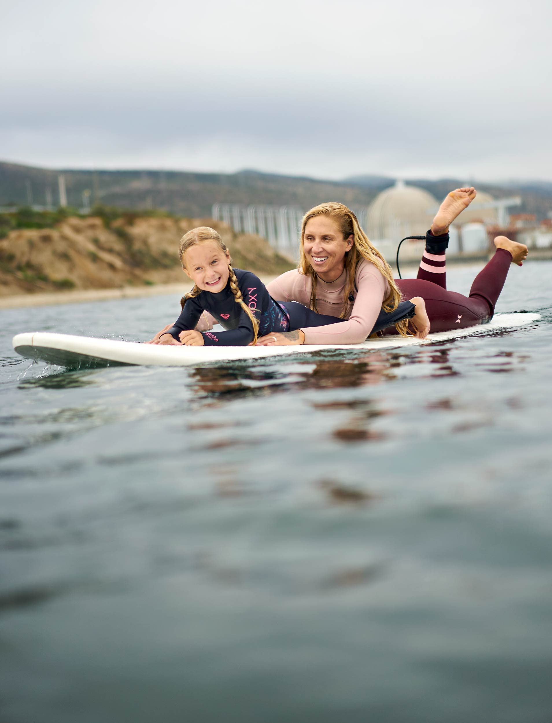 san_o_surf_family_0722-mom-daughter-paddle